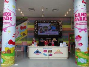 2 Sanrio Hello Kitty Town ticketing counter