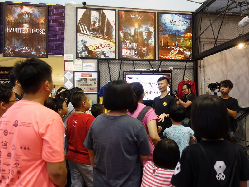 2. the children receive a briefing before entering ESCAPE Room