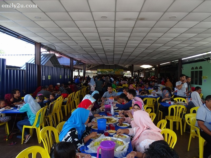 25. lunch stop at the crazily-packed Restoran Kari Kambing 40 Hari