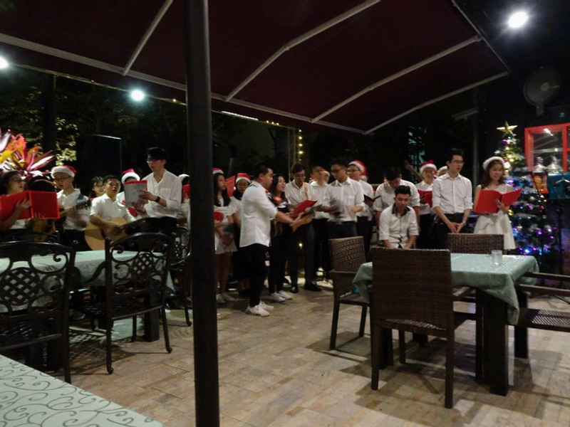 3. Christmas carolling continues at Cuisines