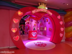 4 Sanrio Hello Kitty Town