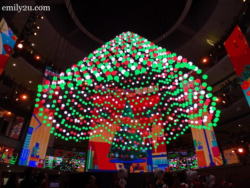 4. some of the 1001 lighted winch balls (kinetic balls) fall from the ceiling in synchonisation to form a Christmas tree