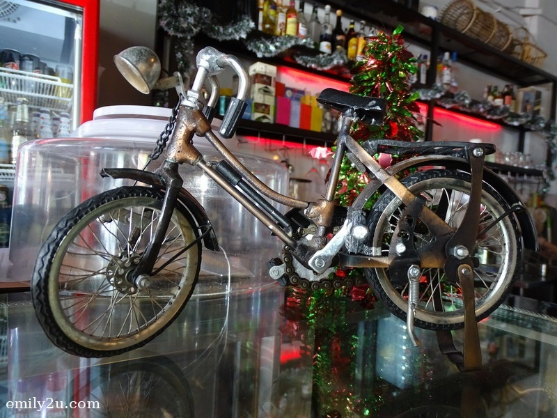 4. a similar bicycle model is displayed on the counter