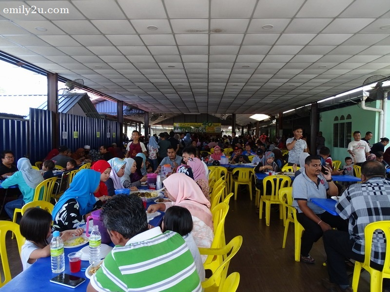 3. fully-packed eatery