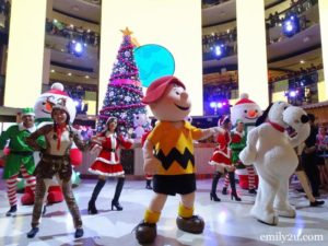 6 SkyAvenue SkySymphony Christmas Winch Show
