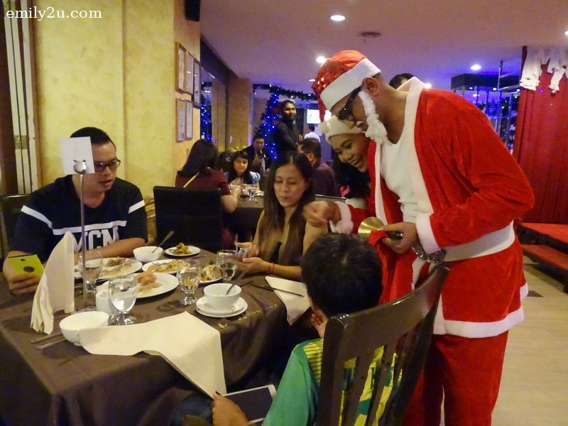 7. Santa Claus and Santarina give out candies to guests