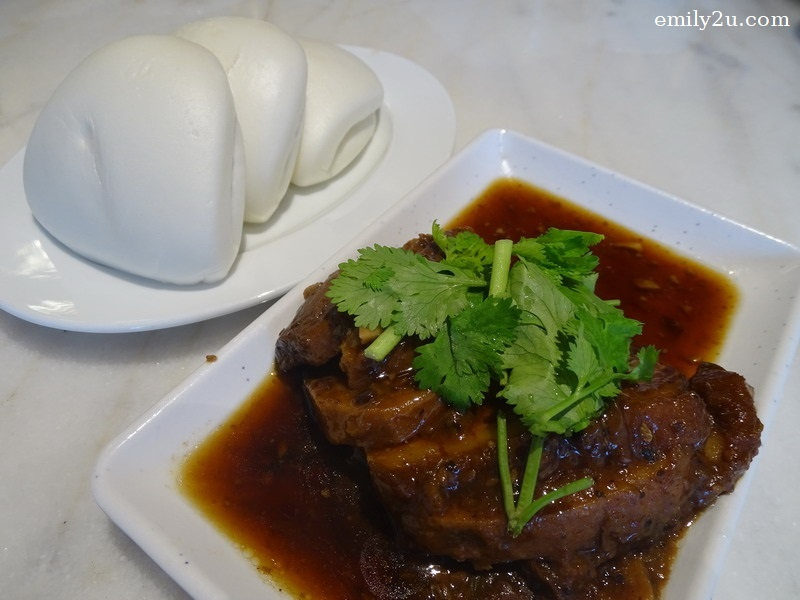 7. Pork Belly with Yam and plain buns
