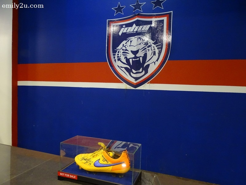 9. Boot worn by the team captain of JDT II, Shahril Ishak, during the Malaysia Premier League 2015. Wearing this boot, Shahril scored 12 goals during his career with JDT II in 2015.
