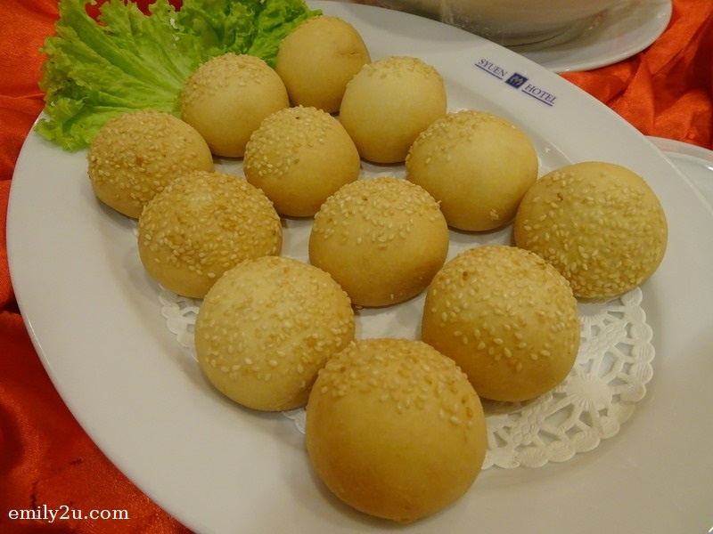 10. Menu B - Chinese Pastry