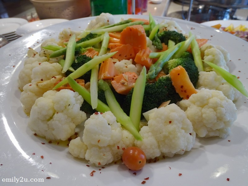 14. butter vegetables with almond flakes