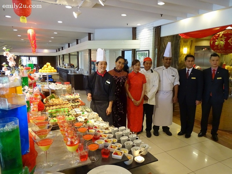 19. Team Impiana Hotel Ipoh at the dessert counter