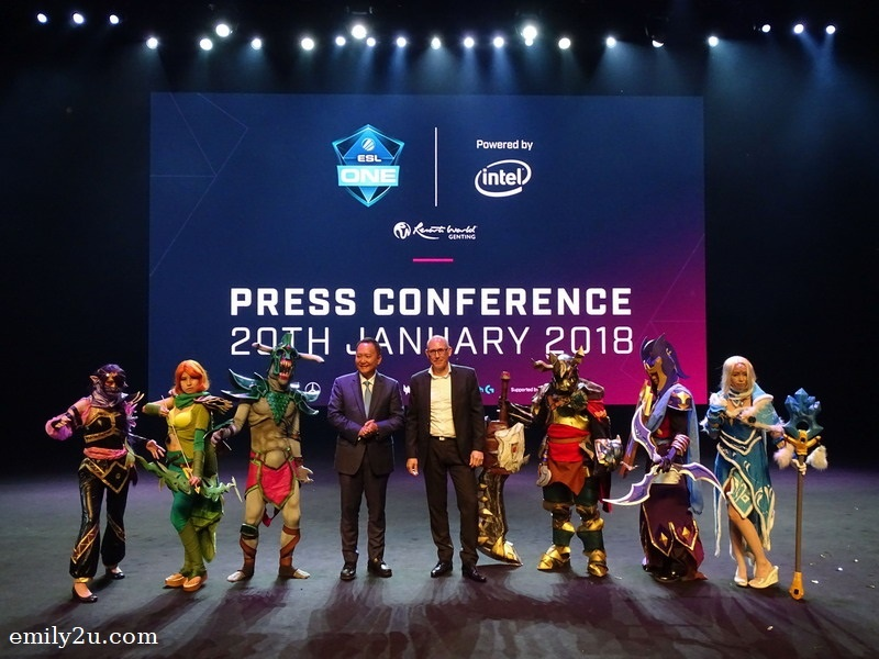2. Much excitement over ESL One Genting 2018, which will be hosted at Resorts World Genting from 23rd - 28th Jan, 2018. Kevin Tann, Vice President of Promotions & Entertainment at Resorts World Genting on stage with Frank Sliwka, ESL Asia Chief Operating Officer and Dota 2 cosplayers.