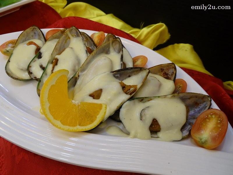 3. Baked Mussels in Cheese