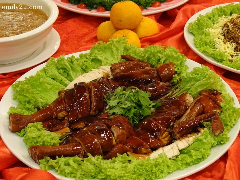 4. Menu B - Steamed Red Rice Emperor Woo Soo Chicken