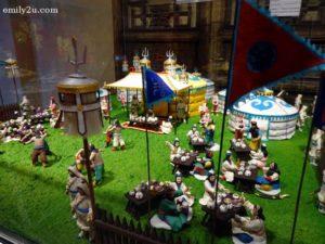 6 Miniature Wonders Art Gallery