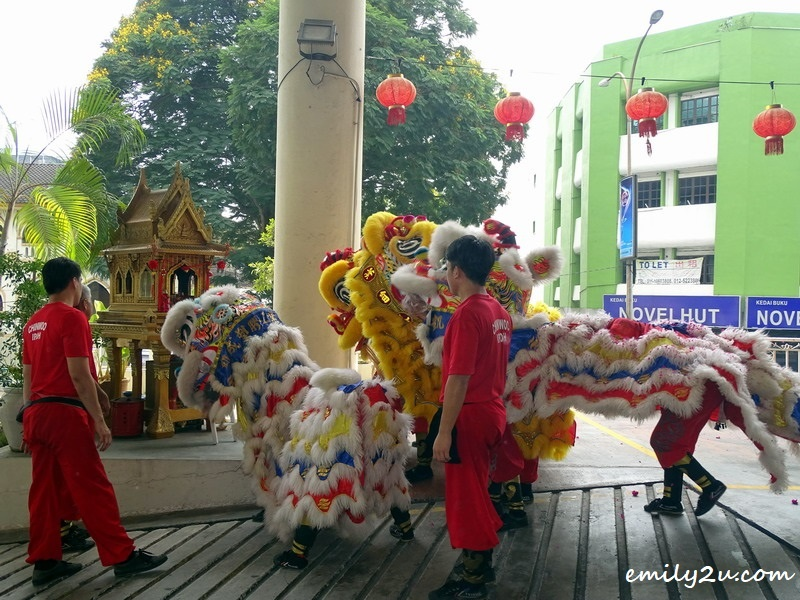 13. lions pay homage to the deity