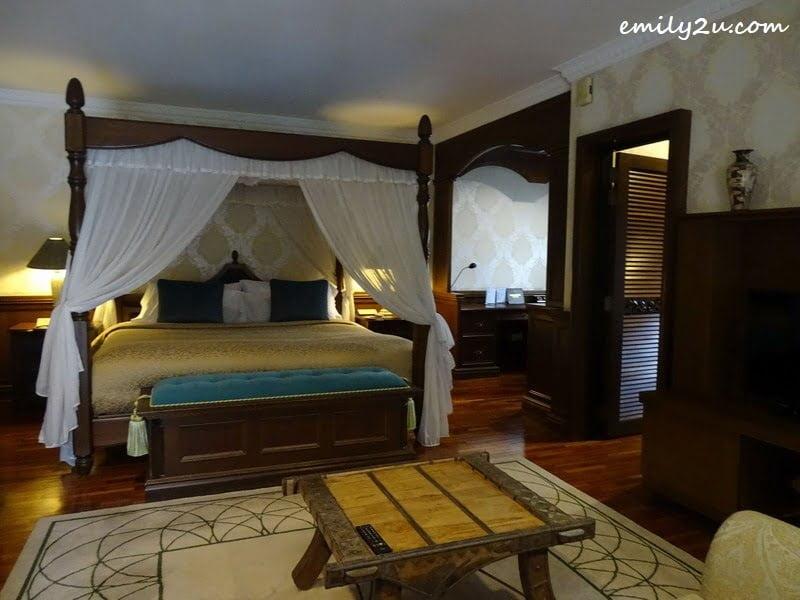 13. bedroom