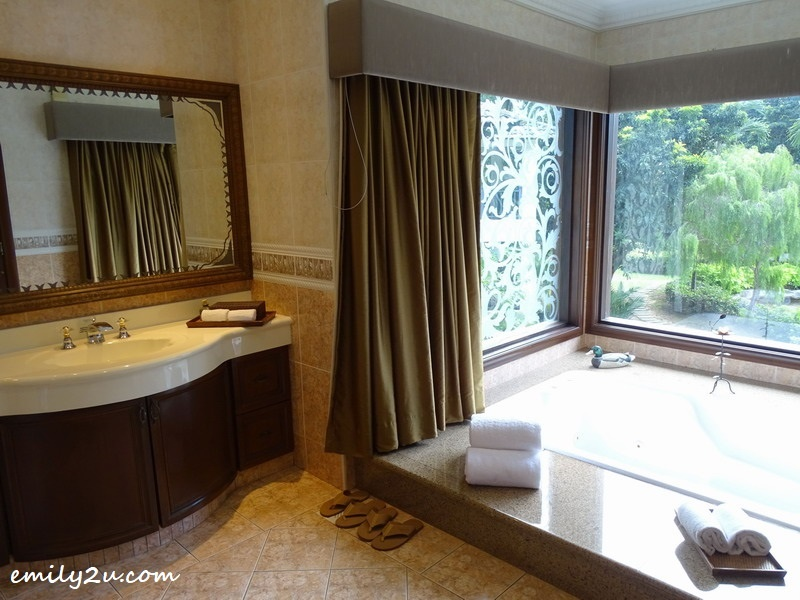 14. Jacuzzi with glass walls