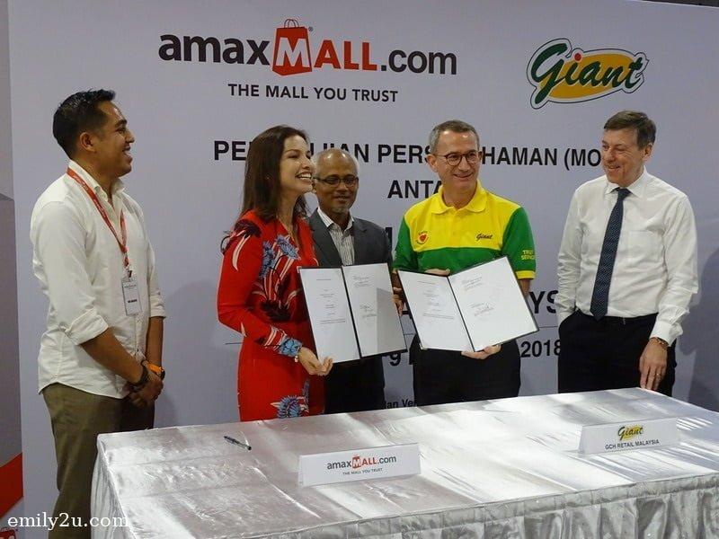 16. signing of Memorandum of Understanding between amaxMALL's Datin Dr. Nik Sarina Lugman Hashim (L) and GCH (Retail) Malaysia Sdn. Bhd. (R)