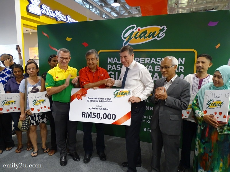 17. GCH (Retail) Malaysia Sdn. Bhd., through MyKasih, sponsors 50 families in the community for RM50,000 worth of groceries from Giant Hypermarket for one year