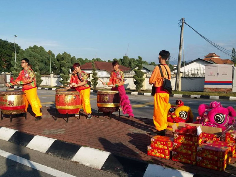 2. drummers of the lion dance troupe
