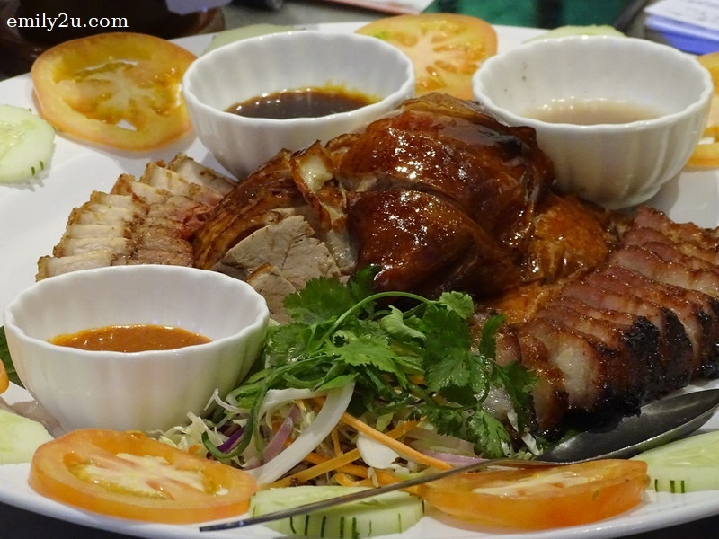 3. 3-in-1 of signature roasted duck, roasted pork and BBQ pork