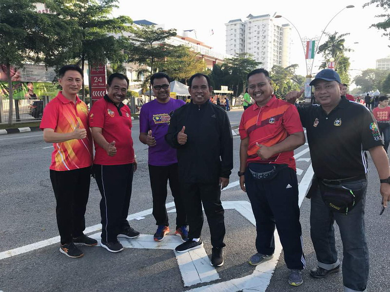 7. Ipoh City Council Secretary Tuan Mohd Zakuan Zakaria (3rd from R) and his team