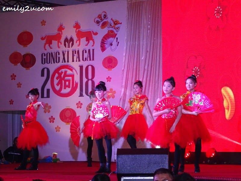 8. fan dance