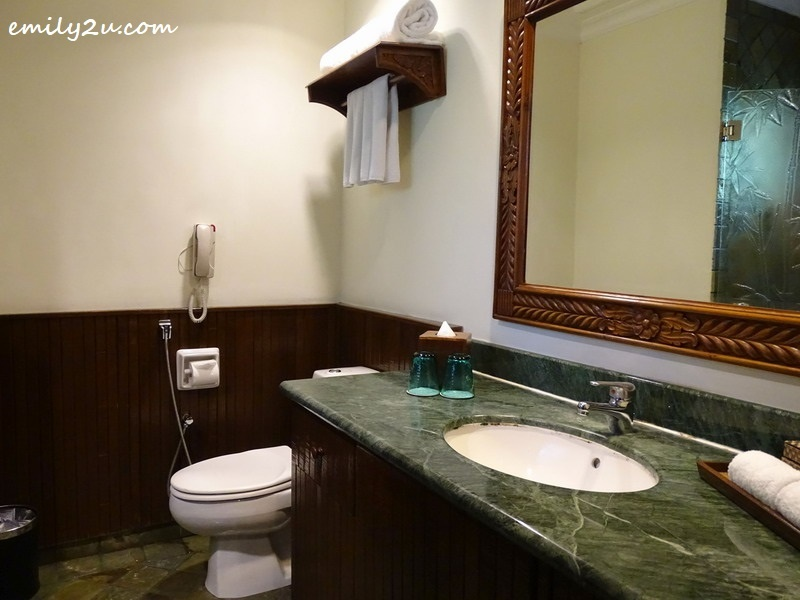 9. Deluxe Chalet washroom