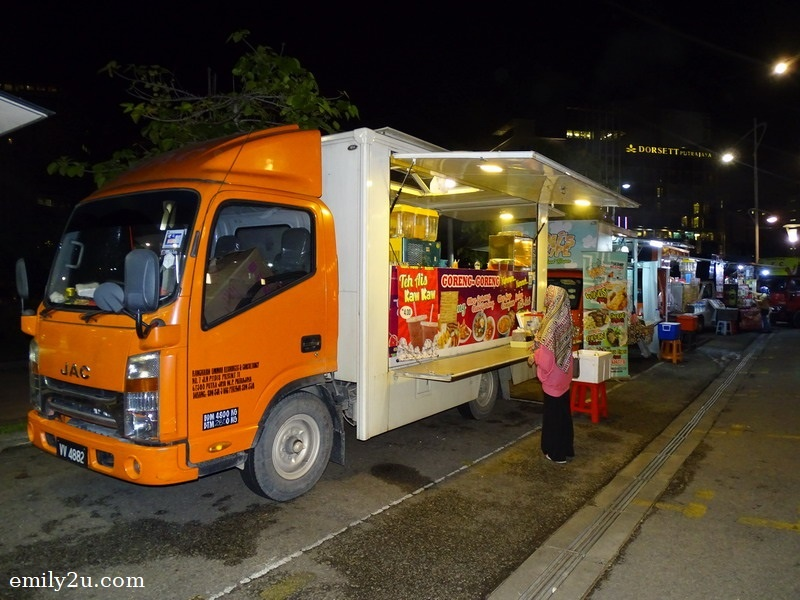 dinner at Putrajaya FoodTrucks Hotspot