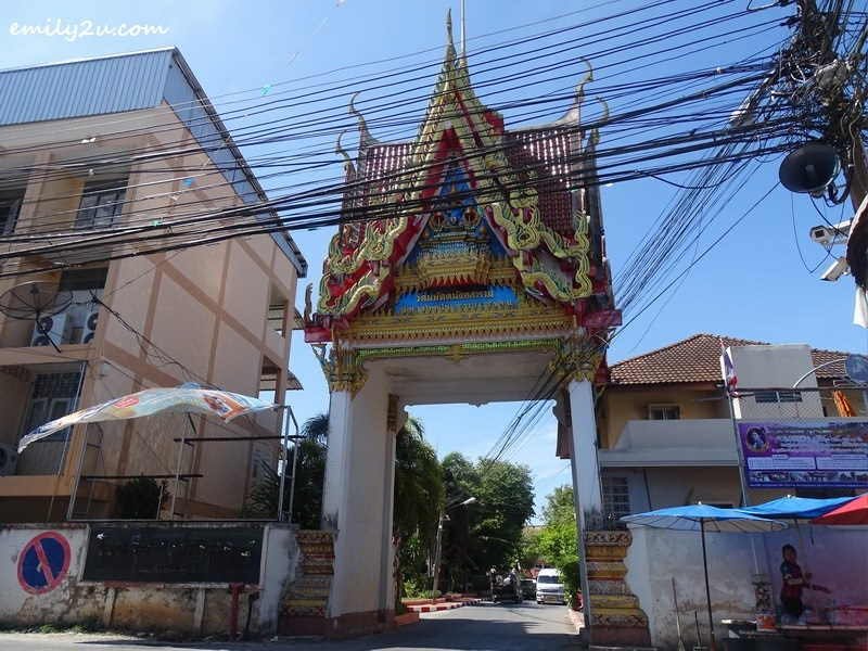 1. entrance to Wat Hat Yai Nai