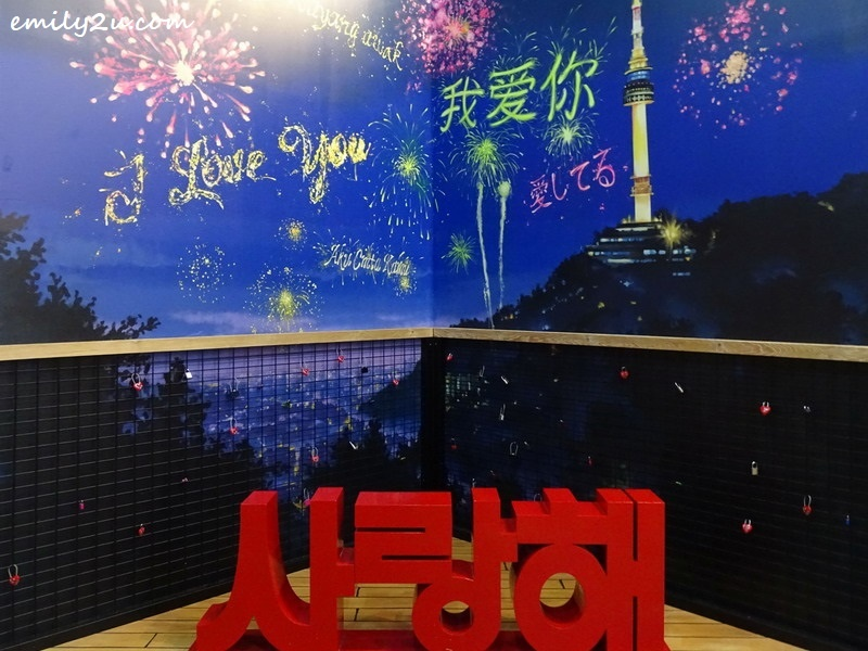 18. Love corner in Korea