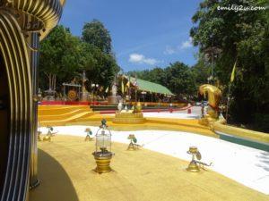 19 Phra Maha Chedi Tripob Trimongkol