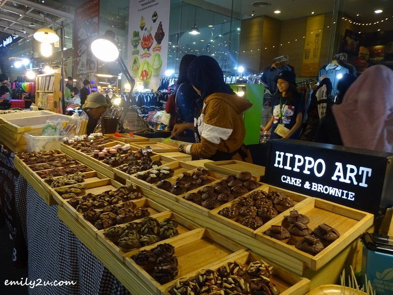 2. Hippo Art Cake & Brownie