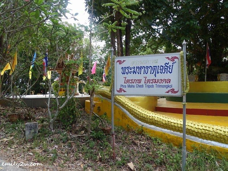 3. arrival at Phra Maha Chedi Tripob Trimongkol