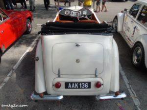 3 classic cars gathering