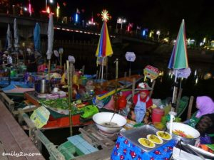4 Khlong Hae Floating Market