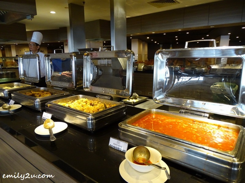 4. serves buffet breakfast