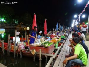 6 Khlong Hae Floating Market