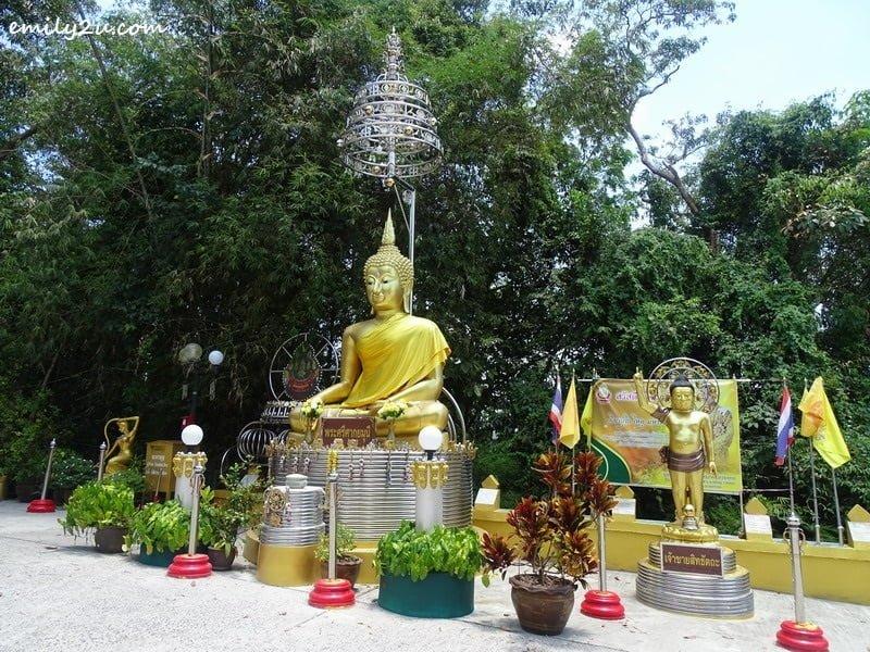 6. golden Buddha statues