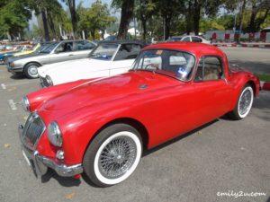 6 classic cars gathering