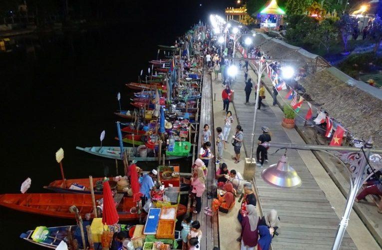 Khlong Hae Floating Market @ Hat Yai, Thailand