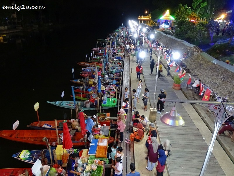 view of Khlong Hae Floating Market from above
