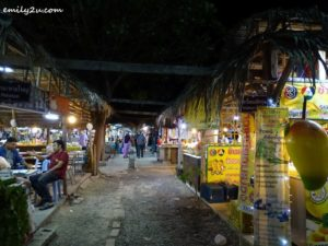 8 Khlong Hae Floating Market