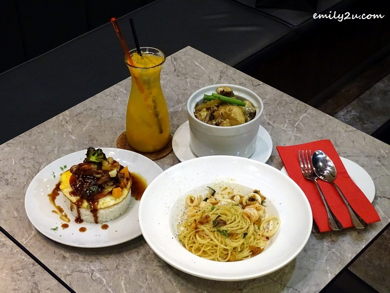 5. clockwise from left: Citrus Blast, Marmite Chicken Rice, Sauteed Chicken with Ginger & Spring Onion Rice and Spaghetti Aglio Olio with Seafood