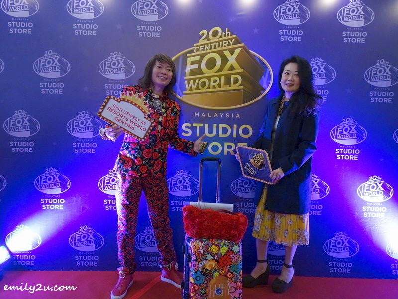 8. at the red carpet: Dato' Kee Hua Chee (L) & Ms. Katherine Chew (Vice President Resort Communications & Public Relations)