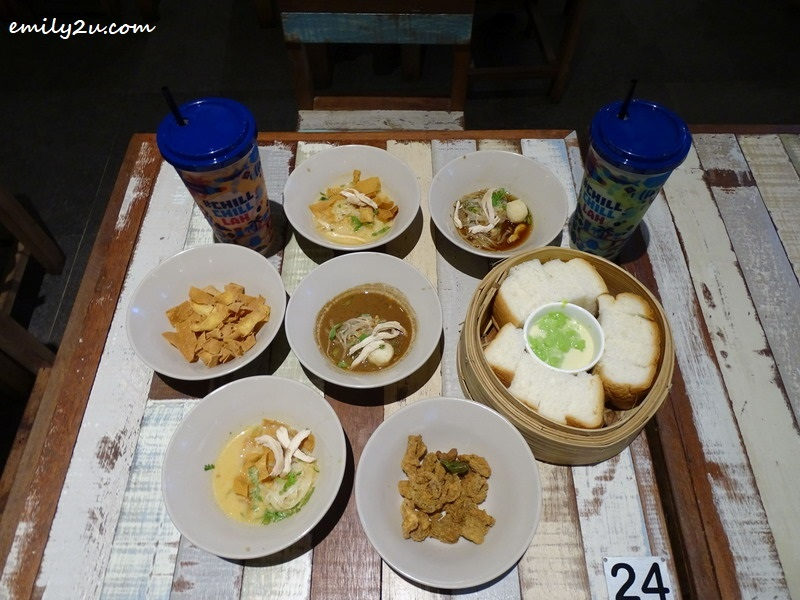 Noodles with toppings of Fried Wanton Skin & Fried Chicken Skin, with Hot Steamy Buns + Sangkayaa Spread @ Boat Noodle, SkyAvenue