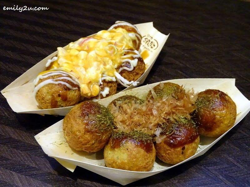 Original Takoyaki (front) & Ebi Mayo Takoyaki (back) @ Gindaco, SkyAvenue
