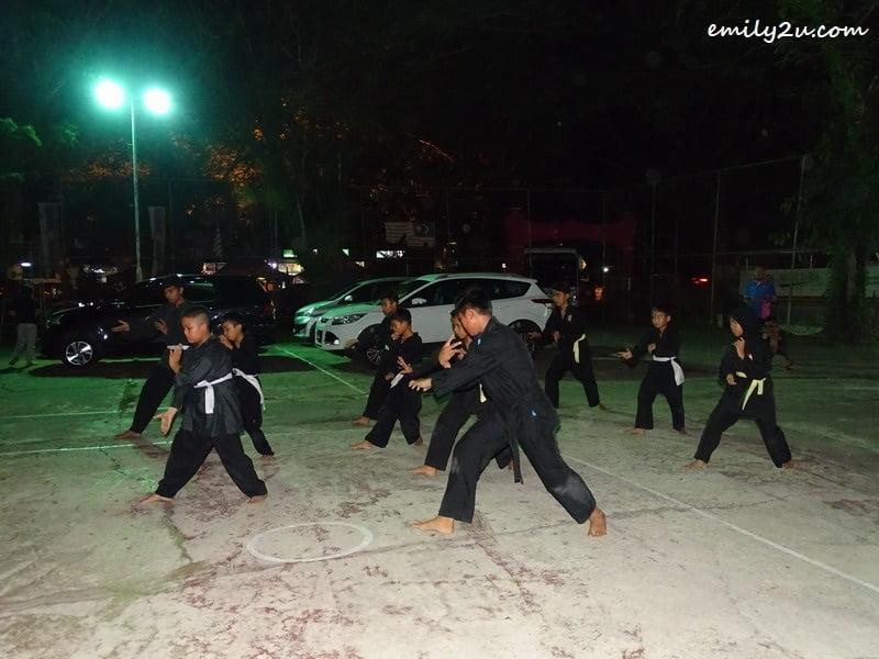15. silat demonstration
