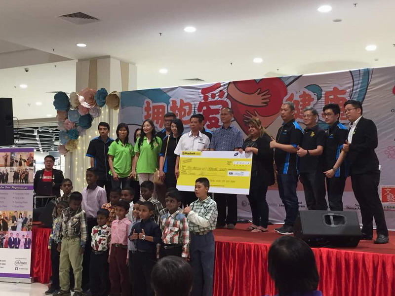 19. mock cheque presentation to Ipoh Precious Gift Orphanage Society